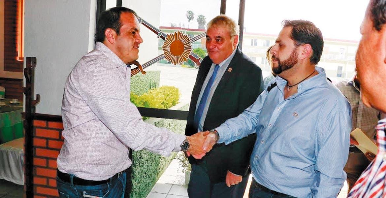 Reunión. El alcalde Cuauhtémoc Blanco dio la bienvenida al subsecretario de Infraestructura de la SCT, Óscar Raúl Callejo , con quien se instaló una mesa de trabajo, en la que participaron el secretario técnico y el secretario de Obras Públicas