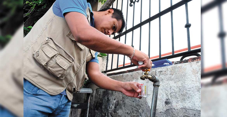 Análisis. Personal de la Dirección de Salud Municipal de Cuautla realizó los estudios necesarios para determinar la sanidad del suministro de agua potable.