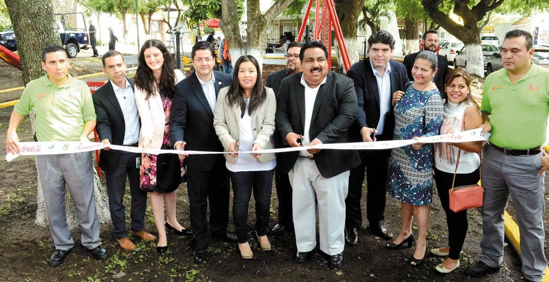 Acto. El alcalde Raúl Tadeo firmó el acuerdo para encargarse del mantenimiento y uso del parque ubicado en Cuautlixco.