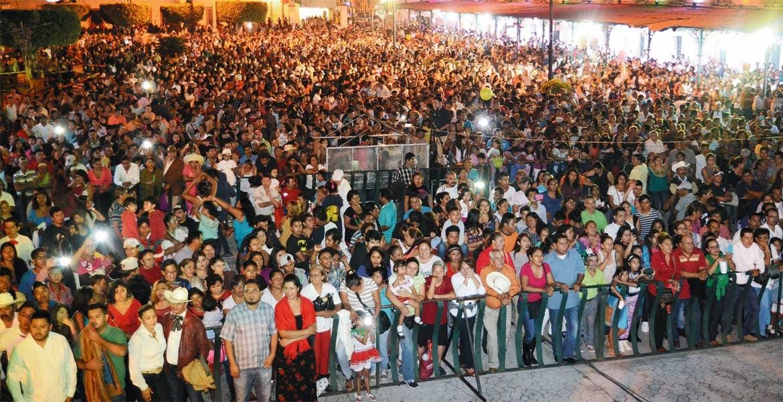 En todo su esplendor. El recinto donde se realizó el festejo lució pletórico, donde ciudadanos disfrutaron de música, pirotecnia y compartieron el orgullo de ser mexicanos.