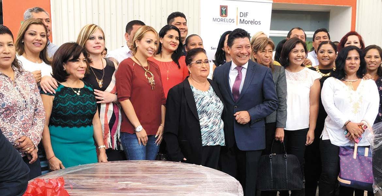Apoyo. Autoridades estatales entregaron equipo de cómputo y mobiliario a 31 de 33 sistemas DIF municipales.