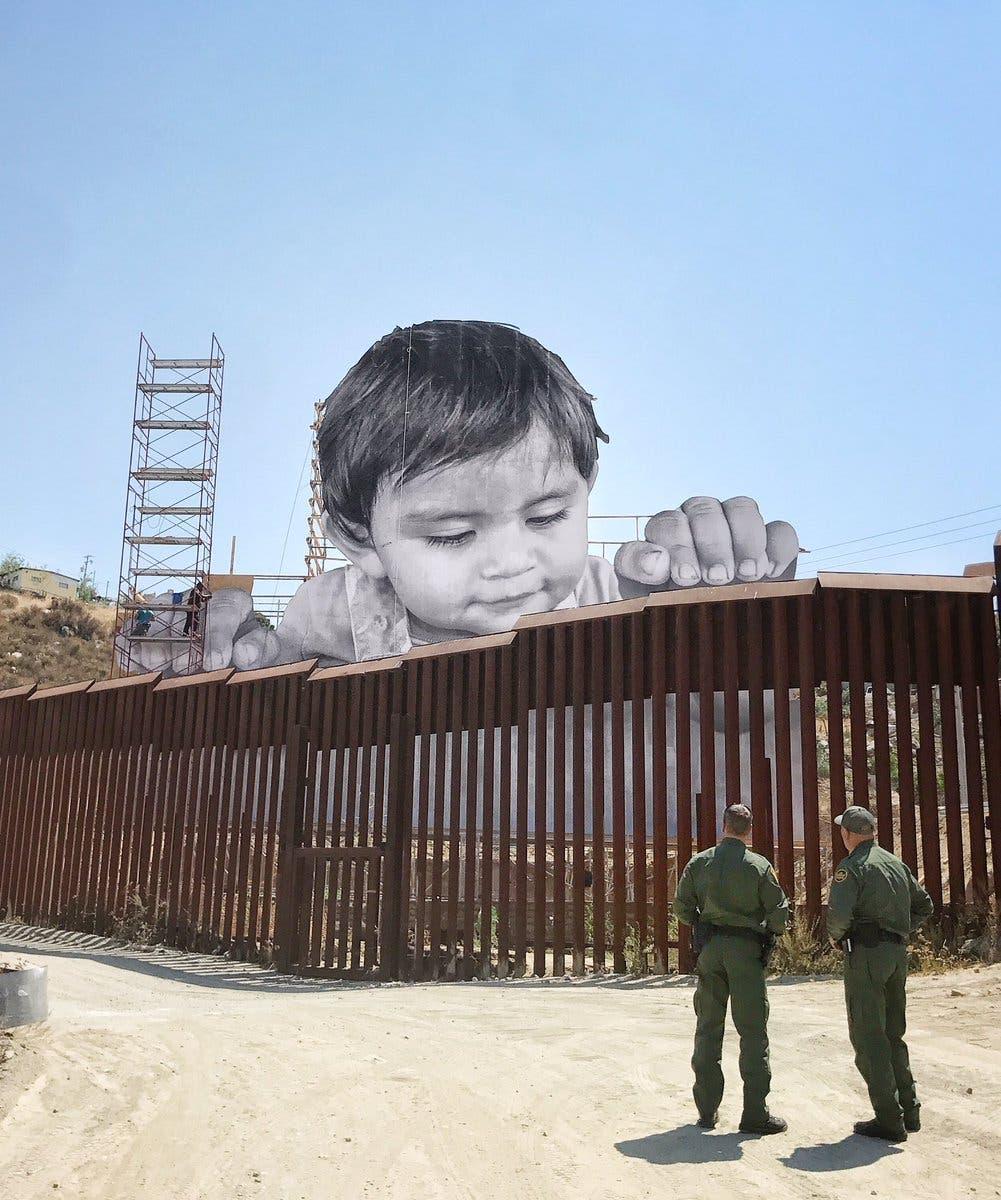 La imagen del bebé gigante que apareció en la frontera Virales /Sep 09 2017