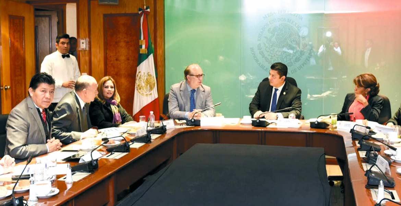 Encuentro. El Gobernador Graco Ramírez fue recibido en el Congreso de la Unión por el presidente de la Mesa Directiva de los legisladores federales, Javier Bolaños