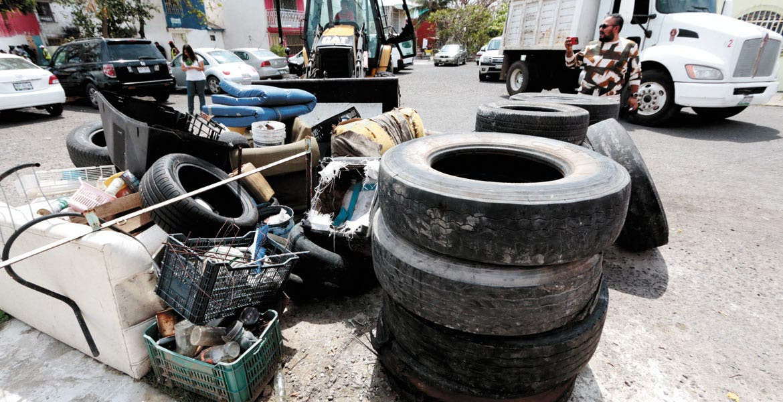 Acciones. Autoridades recomiendan a habitantes descacharrizar sus patios y tirar cualquier objeto que acumule agua.