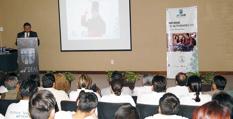 Informe. El rector de la UTSEM, Óscar Domínguez.