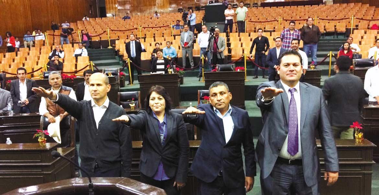 Protesta. La presdienta de la Mesa Directiva tomó protesta a los integrantes de la Diputación Permanente que entró en funciones, hasta el inicio del siguiente periodo.