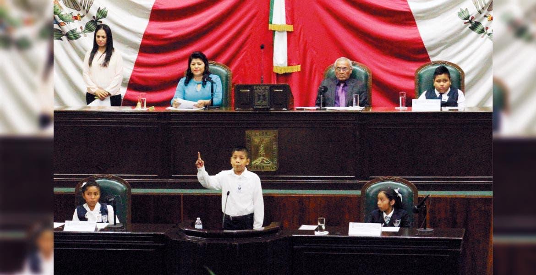 Alumnos de varias primarias de Morelos celebraron el Día del Niño como diputados infantiles para disertar sobre temas que aquejan su entorno
