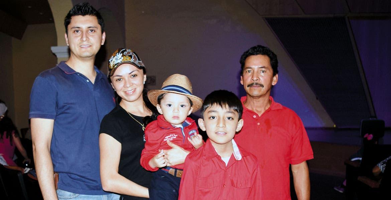 Román Rivera, padre, Carmin Lara, Román Rivera, hijo, con Isaías Lara y José Rivera.
