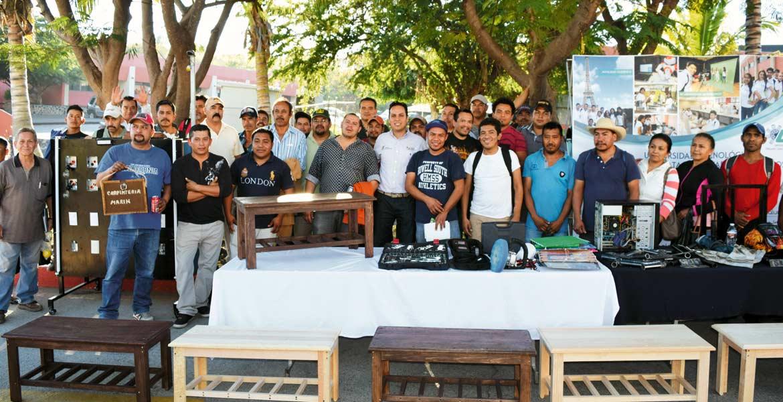 Egresados. La primera generación de migrantes apoyados por el FAM fueron certificados en 16 oficios por la UTEZ.