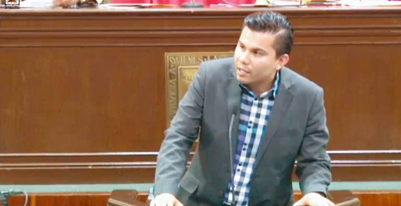 Efraín Mondragón, diputado del PES