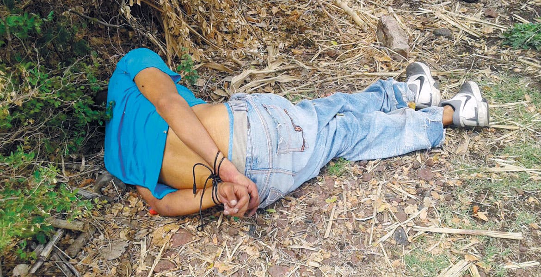 El crimen. Un joven fue ultimado de un disparo en la cabeza y abandonado en un camino de terracería de Yautepec a La Nopalera, a la altura de la barranca Las Iguanas.
