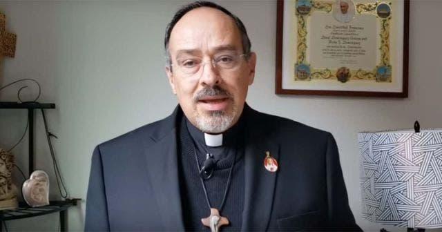 """El movimiento feminista """"es una trampa de Satanás"""": sacerdote"""