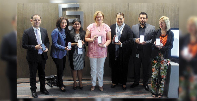 Identidad. Elena Cepeda, presidenta del DIF Morelos, en la presentación de la app; cada delito en el teléfono celular será identificado por un ícono especial.