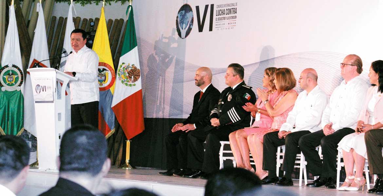 Evento. El Secretario de Gobernación, Miguel Ángel Osorio Chong, durante el discurso inaugural del VI Congreso Internacional de Lucha contra el Secuestro.