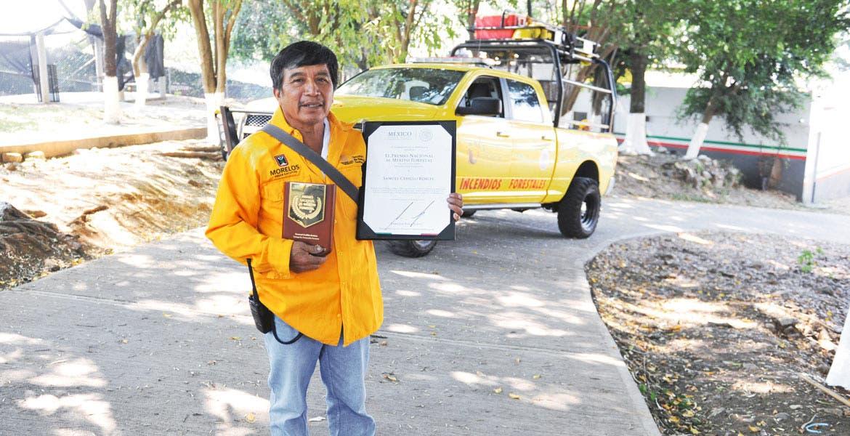 Galardón. Hace unos días, el brigadista comunitario Samuel Cedillo recibió el Premio Nacional al Mérito Forestal 2015.