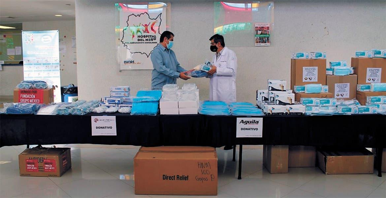 Solidaridad. El secretario Marco Cantú hizo entrega del equipo donado por Embajada, instituciones y empresas.