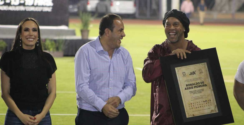 Es Ronaldinho ciudadano distinguido de Morelos