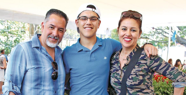 Gerardo Martínez, Oswaldo López y Lili Bertrand.