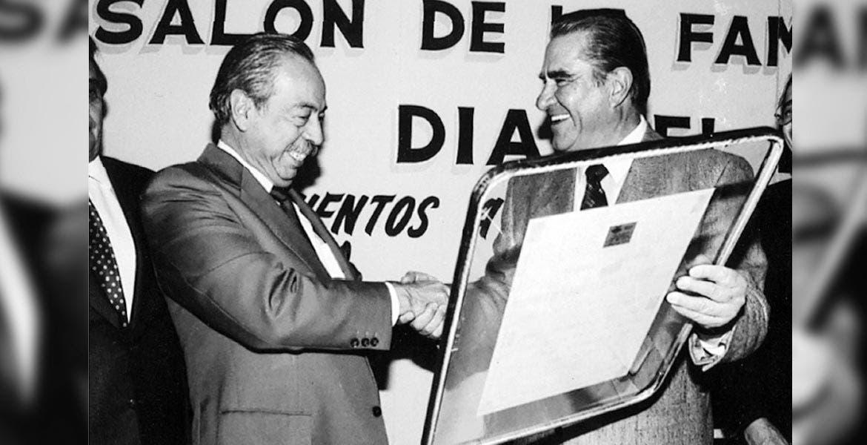 Recuerdo. El fundador de Grupo Diario de Morelos, Federico Bracamontes Gálvez, saludando al ex gobernador Antonio Riva Palacio.