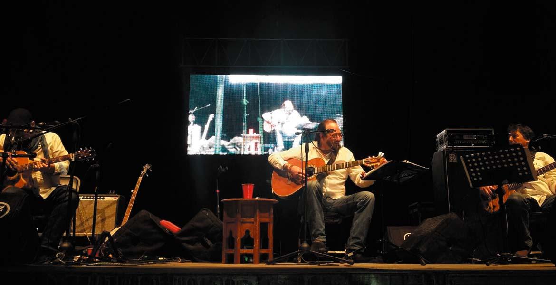 """Concierto Fernando Delgadillo se presentó ayer ante cientos de personas en Yautepec, como parte de la Semana Cultural. Repertorio j""""Hoy ten miedo de mí"""", """"Entre pairos y derivas"""", """"No me pidas ser tu amigo"""", """"Olvidar"""", """"Concierto aire a ti"""", fueron algunas de las melodías que cantó. Programa jEste jueves 22 de diciembre concluye la Semana Cultural en Yautepec, con la presentación del grupo Merenglass."""
