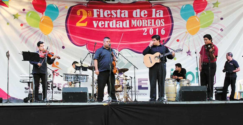 Actividades. La Segunda Fiesta de la Verdad contó con música, juegos, zumbatón, concursos, con el fin de que la sociedad sea más participativa.