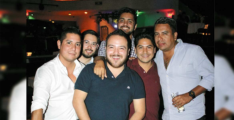 Rodrigo Manzo, Christian Barrientos, Edgar Salgado , Daniel Ochoa, Sergio y Christian Estrada.