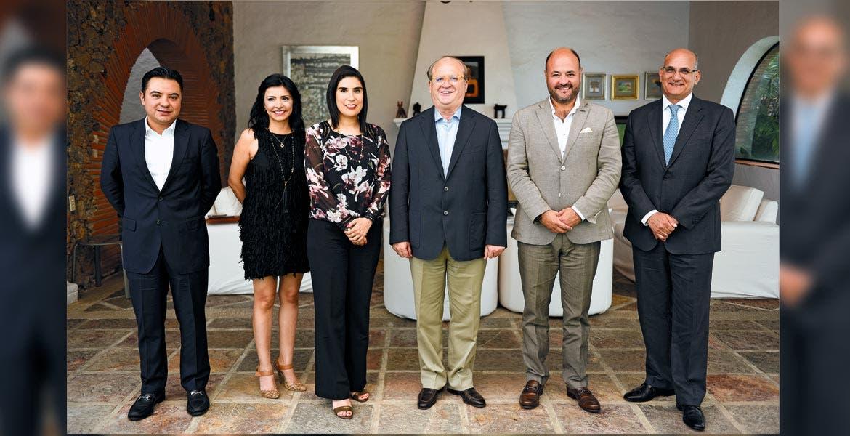 Reunión. El Gobernador Graco Ramírez con Mayra González, directora general de Nissan, y Jorge Vallejo, director de Exportaciones, Relaciones Exteriores, y acompañado de autoridades estatales.