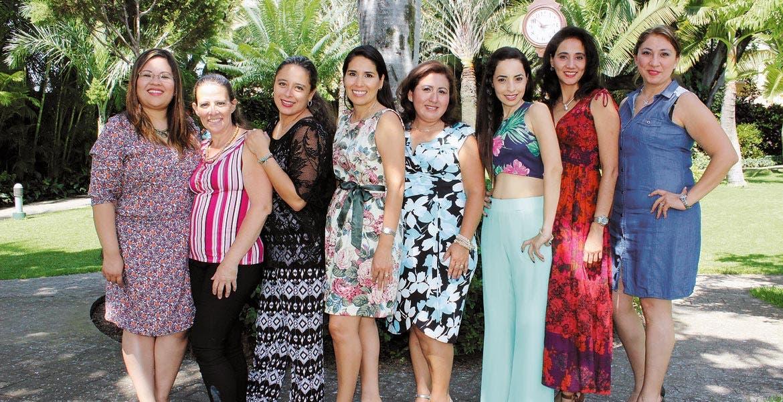 Alisma Monroy, Georgina San Román, Dinorah Aguilera, Gaby Magaña, Silveria Contreras, Marcela Olivas, Edith Aparicio y Adriana Vargas.