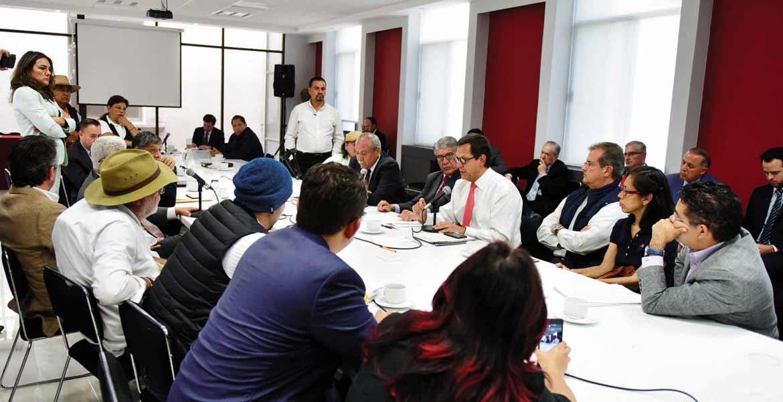Diálogo. Roberto Campa Cifrián, subsecretario de Derechos Humanos de la Segob, recibió a integrantes del Frente Amplio Morelense.