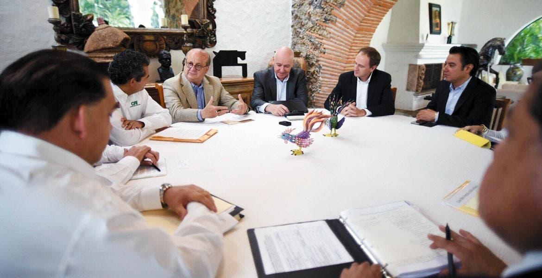 Refrendo. El gobierno estatal, la Comisión Federal de Electricidad y la empresa Saint Gobain, a través de sus representantes, confirmaron su disposición para trabajar conjuntamente en el desarrollo económico y laboral de Morelos.