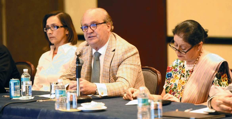 Encuentro. El Gobernador Graco Ramírez se reunió ayer con miembros de la comunidad artística e intelectuales, entre ellos la actriz Angélica Aragón.