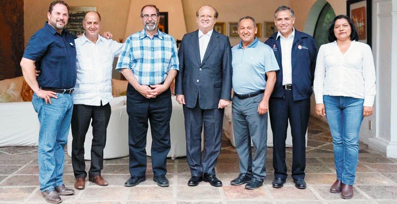 Reunión. Representantes de la empresa Burnac Produce LTD, que operará en el complejo agroindustrial de Yecapixtla, fueron recibidos en la Residencia Oficial por el Gobernador Graco Ramírez y el titular de la Sedagro, Roberto Ruiz Silva.