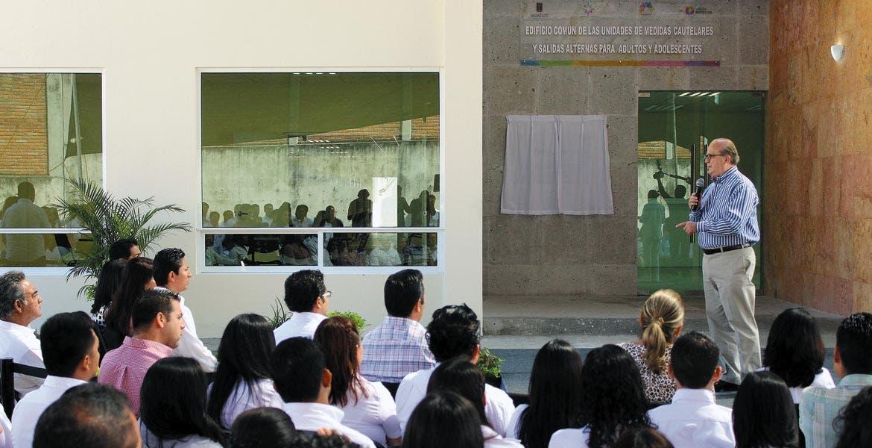 Inversión. El Gobernador Graco Ramírez en la inauguración del edificio, único en el país y en América Latina, que tuvo una inversión de alrededor de 39 millones de pesos, 50 por ciento del estado y la otra parte de la Federación.