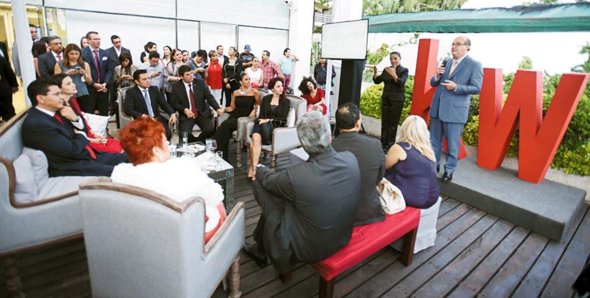 """Inversión. """"Hoy estamos abriendo nuevos horizontes"""", afirmó el Gobernador Graco Ramírez durante la inauguración de la empresa inmobiliaria KW en Cuernavaca. También destacó la serie de inversiones que se han tenido en los últimos tres años."""