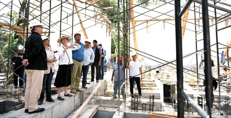 Supervisión. El Gobernador Graco Ramírez estuvo acompañado por la titular de Obras Públicas, Patricia Izquierdo, y la de Cultura, Cristina Faesler.