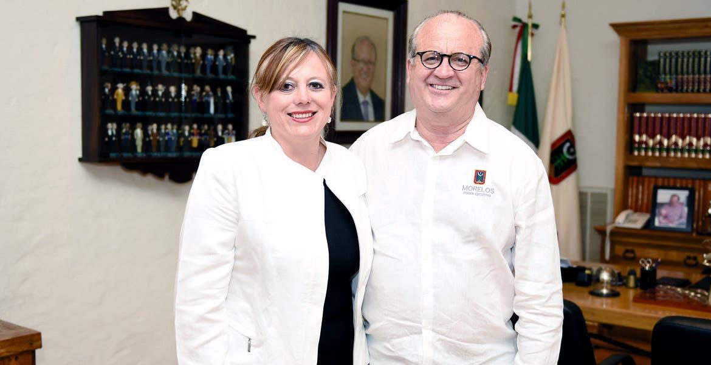Proyecto. La alcaldesa Ana Bertha Haro y el Gobernador Graco Ramírez después de reunión de trabajo por los Altos de Morelos.