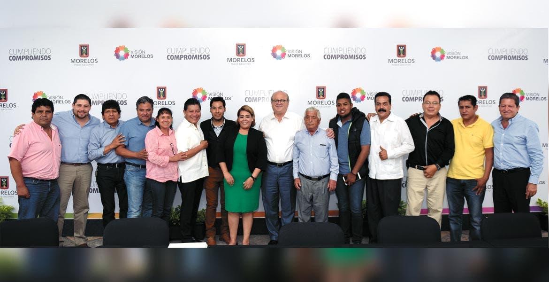 Encuentro. Titulares del Ejecutivo y del Congreso, Graco Ramírez y Beatriz Vicera, con los ayudantes.