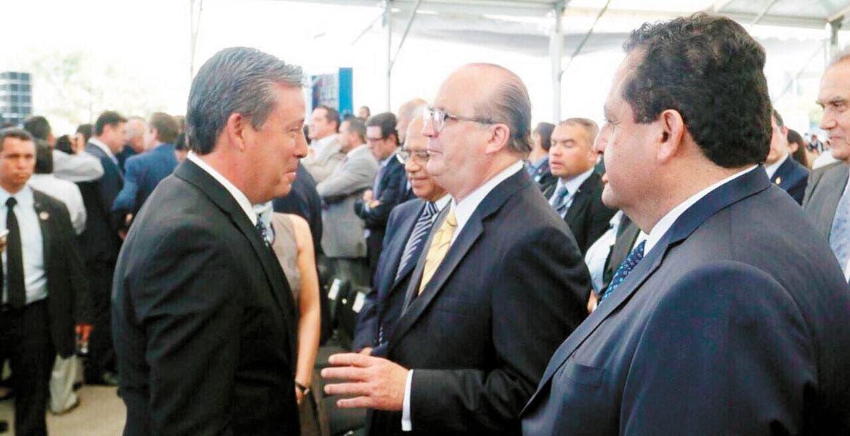 Presente. Con varios colegas, ayer el Gobernador de Morelos, Graco Ramírez, acompañó al mandatario de Guanajuato, Miguel Márquez en su V Informe de Gobierno.