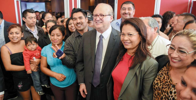 Cercano a la gente. El Gobernador Graco Ramírez convivió con invitados de todos los sectores, a quienes agradeció por la confianza depositada en las urnas hace 4 años.