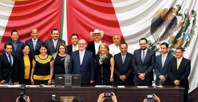 Rinde cuentas. El Gobernador de Morelos Graco Ramírez aseguró que hoy más que nunca se requiere el acuerdo de todos, sobre la base de las coincidencias.