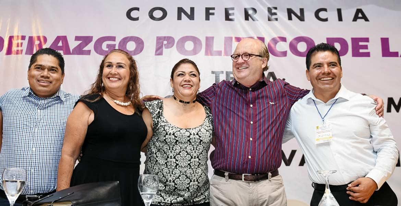 """Evento. El Gobernador Graco Ramírez durante su participación en el ciclo de conferencias """"Liderazgo Político de la Mujer"""", organizado por la dirigencia del partido del sol azteca."""