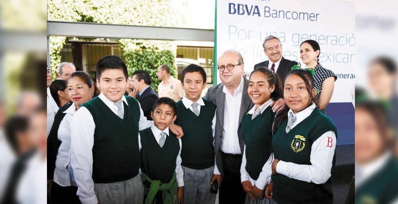 Programa de apoyo. La Fundación BBVA Bancomer ha respaldado en 10 años a 70 mil 167 estudiantes de secundaria, bachillerato y universidad en 22 estados del país.