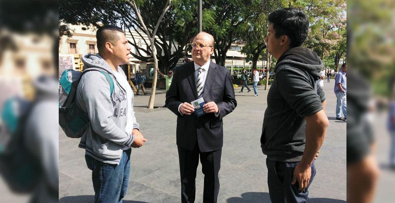 Encuentro. El Gobernador Graco Ramírez dialogó con los jóvenes inconformes con las tarifas de la línea Ometochtli.