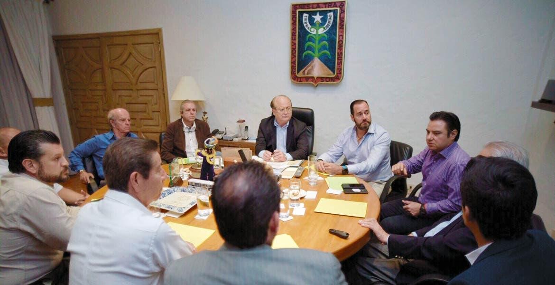 Pactan. Graco Ramírez dialogó con integrantes de la Cámara Nacional de la Industria de Desarrollo y Promoción de Vivienda (Canadevi), con quienes acordó impulsar la construcción de casas-habitación en Morelos.