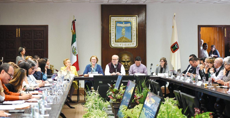 Reunión. El Gobernador Graco Ramírez, la presidenta del DIF, Elena Cepeda, y los titulares del Gabinete estatal, durante el encuentro realizado en Casa Morelos.