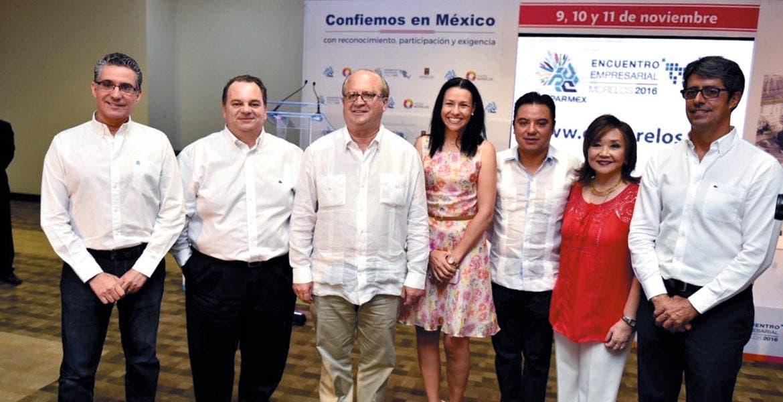 Representantes. El Gobernador Graco Ramírez acompañado de los presidentes de Coparmex y el secretario de Economía de Morelos