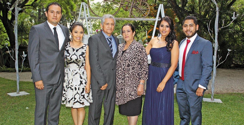 Alberto Gl, hijo, Nury Beltrán, Alberto Gil, padre, Teresa Valencia, Carmen Gil y Diego García.