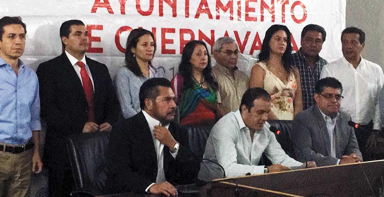 Relevos. Samuel Sotelo Salgado regresa como secretario general del Ayuntamiento, ayer el alcalde Cuauhtémoc Blanco le tomó protesta, y agradeció al saliente Guillermo Arroyo por su trabajo.