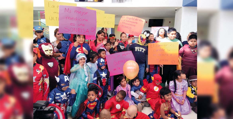 Lucha. Para demostrar que todos los niños con cáncer son superhéroes, los menores se vistieron de su personaje favorito, para conmemorar el día.
