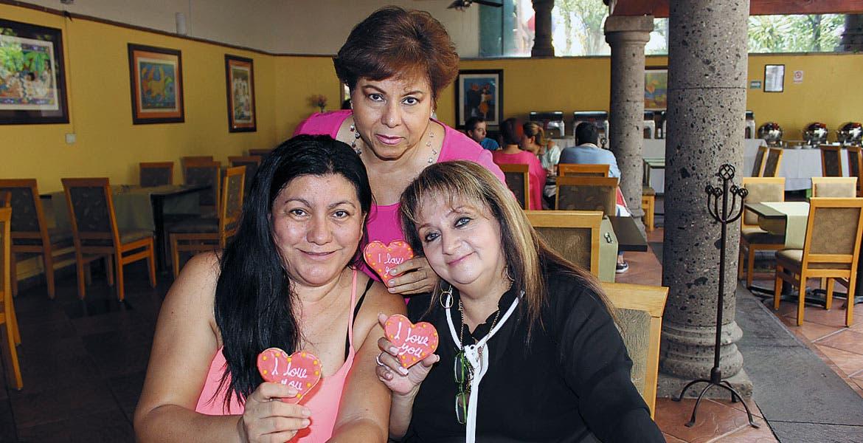 Lucy Franco, Irene Villanueva y Elizabeth Carreño.